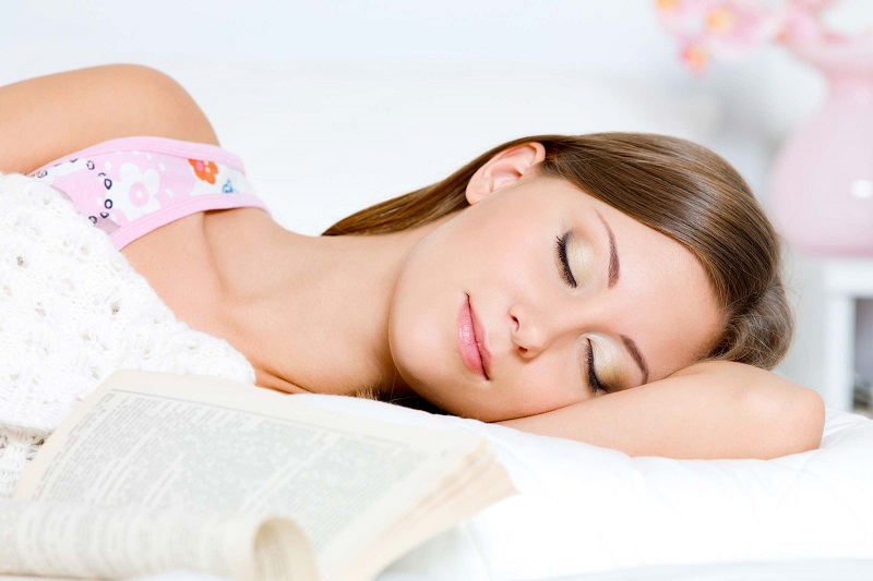Hasil gambar untuk Hindari Makeup Saat Sedang Tidur