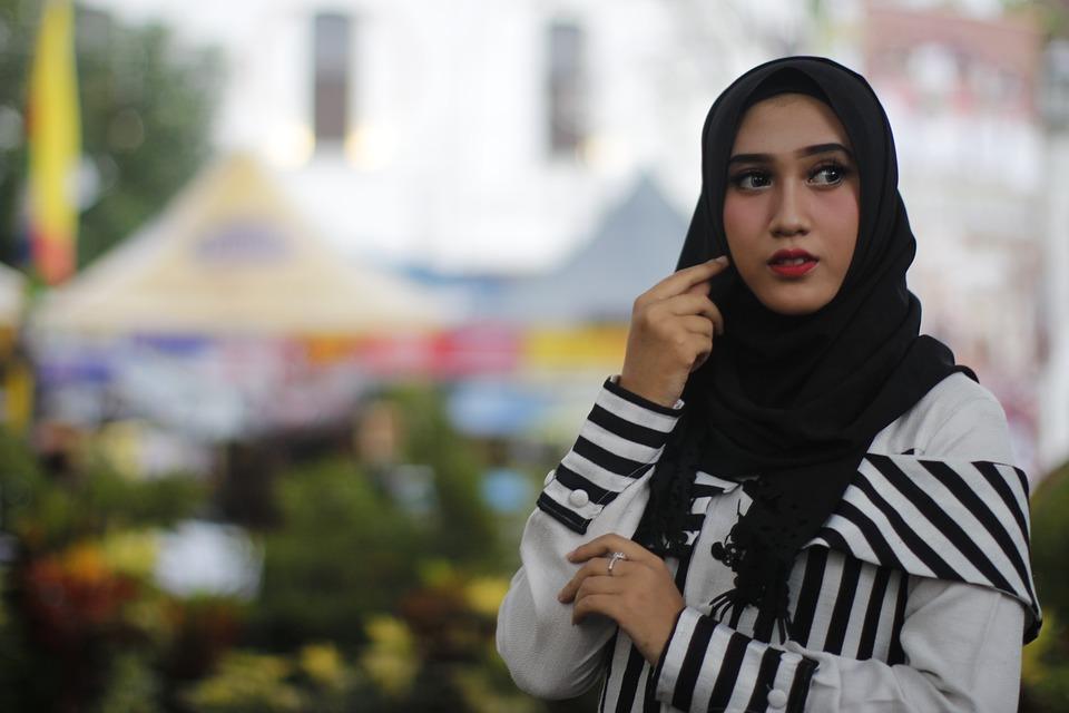https: img.okeinfo.net content 2018 11 23 194 1981757 cari-tahu-yuk-5-fakta-menarik-tentang-hijab-8D2fG5r2Wr.jpg