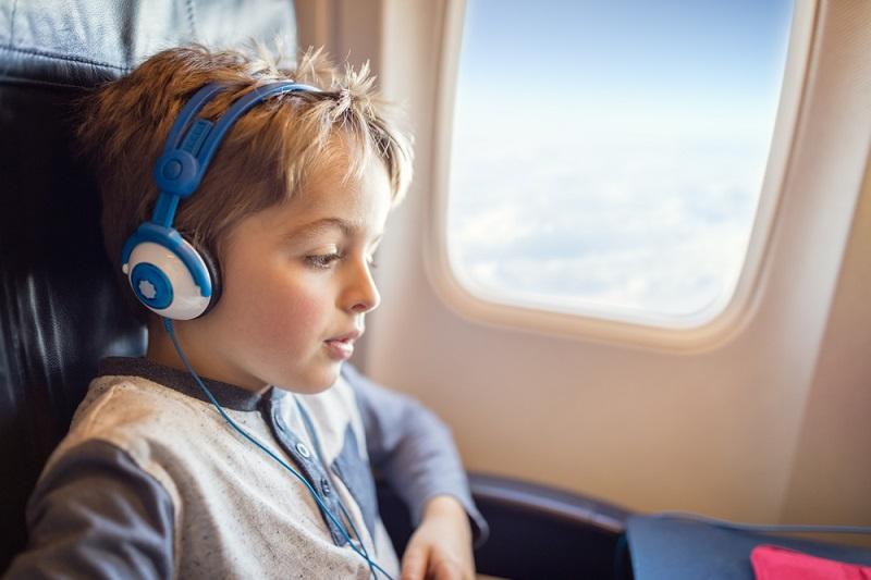 https: img.okeinfo.net content 2018 11 23 406 1981944 sebelum-booking-ini-aturan-harga-tiket-pesawat-untuk-anak-yang-perlu-anda-ketahui-SwrOE7QOSk.jpg