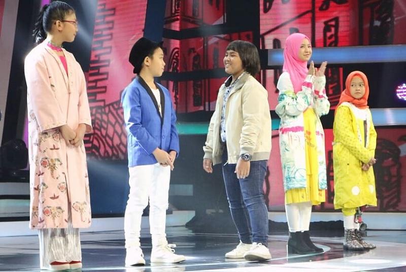 https: img.okeinfo.net content 2018 11 23 598 1981943 tampil-gemilang-putri-tersingkir-dari-panggung-indonesian-idol-junior-yzjvYLImGM.JPG