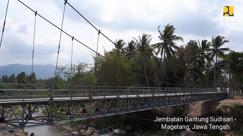 https: img.okeinfo.net content 2018 11 27 320 1983332 300-jembatan-gantung-dibangun-tak-ada-lagi-indiana-jones-hKht0IYI3B.jpg