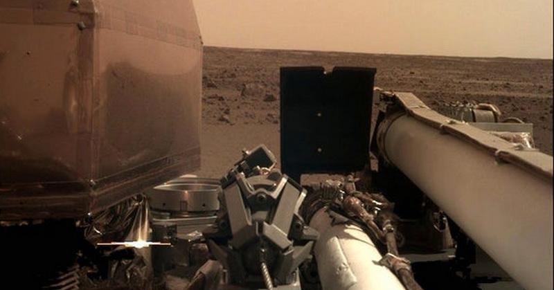 https: img.okeinfo.net content 2018 11 27 56 1983573 ini-foto-selfie-pertama-robot-insight-di-mars-ybsfgFW4Oy.jpg