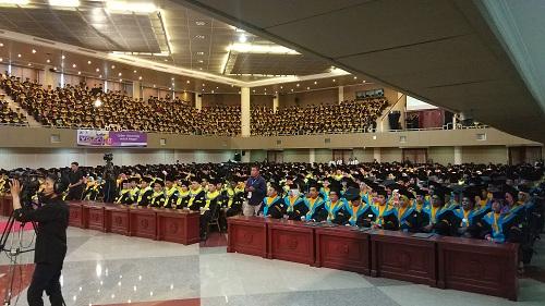 https: img.okeinfo.net content 2018 11 27 65 1983447 universitas-terbuka-pamulang-wisuda-2-100-mahasiswa-ini-3-lulusan-terbaiknya-Q6thahSpWC.jpg