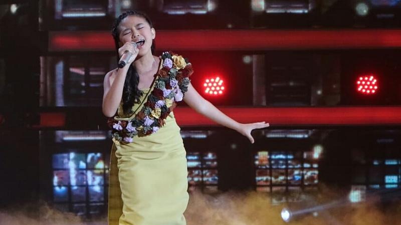 https: img.okeinfo.net content 2018 11 30 598 1985104 memukau-anneth-idol-ditunggu-rizky-febian-di-final-indonesian-idol-junior-0AIis9vJQl.jpg