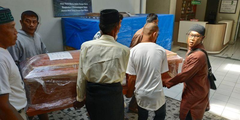 https: img.okeinfo.net content 2018 12 01 340 1985496 meninggal-di-peru-jenazah-abk-asal-indonesia-diserahkan-ke-keluarganya-rusbF36rHj.jpg