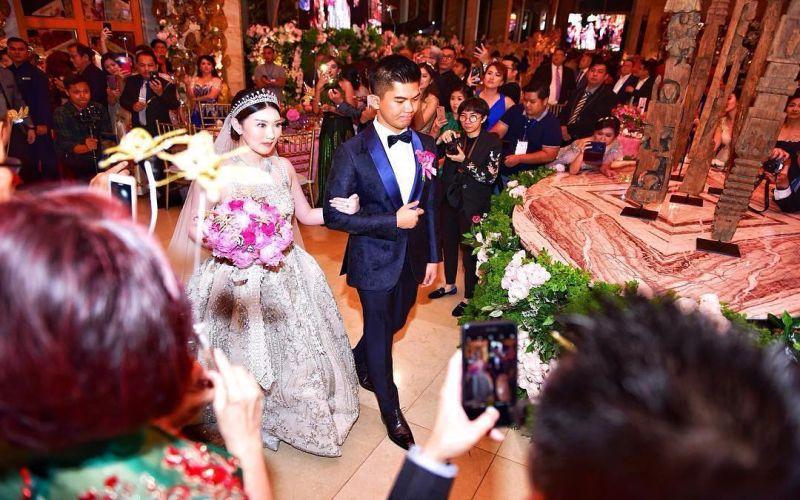 https: img.okeinfo.net content 2018 12 02 196 1985865 meski-doorprize-jaguar-hoax-pernikahan-crazy-rich-surabaya-tetap-bertabur-kemewahan-LPypOKi1hC.jpg