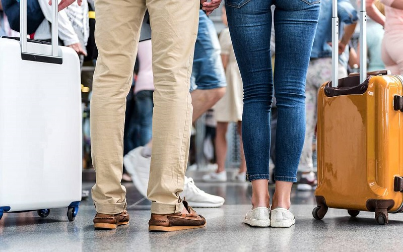 https: img.okeinfo.net content 2018 12 03 194 1986218 6-cara-praktis-untuk-membuat-sepatumu-lebih-nyaman-saat-traveling-uvzOFf7zKA.jpg