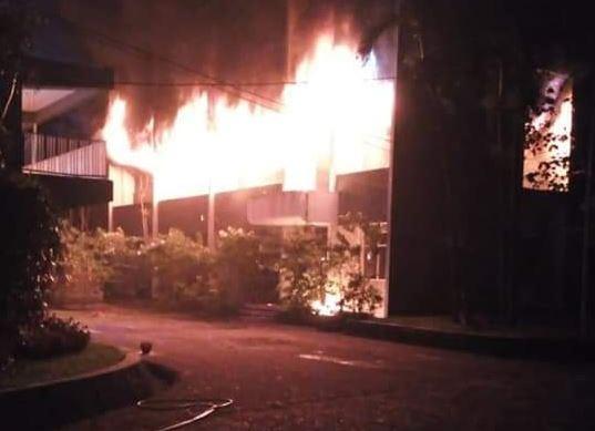 https: img.okeinfo.net content 2018 12 03 519 1986408 polisi-periksa-2-mahasiswa-saksi-kebakaran-di-kampus-undar-Xi5SbfEuhm.JPG