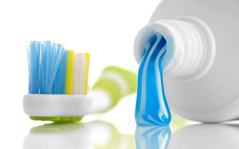 https: img.okeinfo.net content 2018 12 03 611 1986235 mengencangkan-payudara-dengan-pasta-gigi-ini-peringatan-dari-dokter-kulit-hTier0fctV.jpg