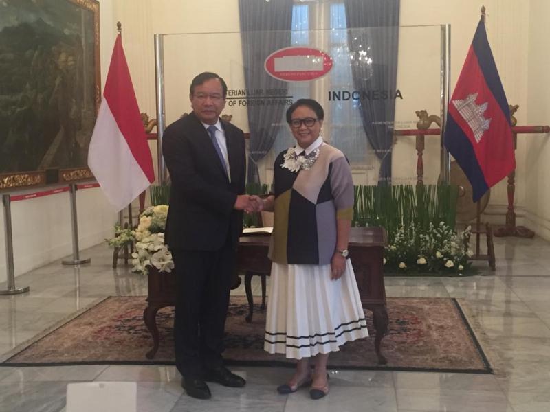 https: img.okeinfo.net content 2018 12 04 18 1986613 indonesia-kamboja-gelar-pertemuan-komisi-bersama-ke-4-bahas-kerja-sama-berbagai-bidang-p3LhRfL2oZ.jpeg