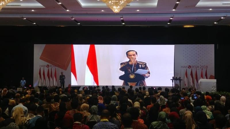 https: img.okeinfo.net content 2018 12 04 337 1986561 jokowi-jangan-ada-lagi-yang-bilang-korupsi-di-indonesia-seperti-kanker-stadium-4-SAdDLGMHOE.jpg