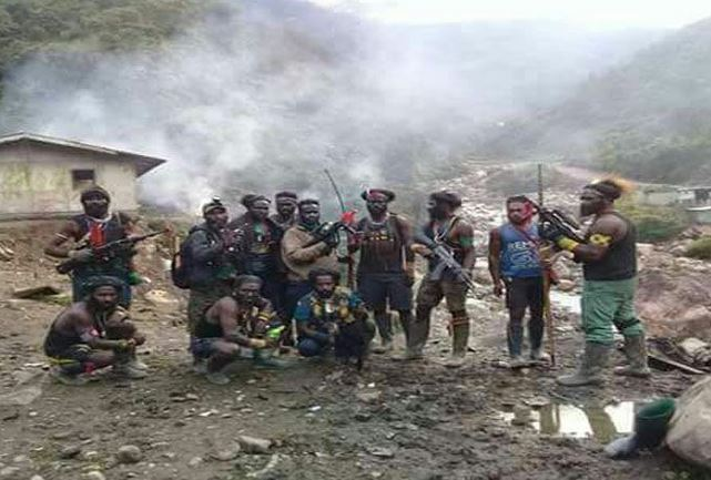https: img.okeinfo.net content 2018 12 04 340 1986450 tim-gabungan-tni-polri-buru-kkb-pembantai-31-pekerja-di-papua-0MDUtlF9be.JPG