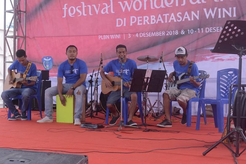 https: img.okeinfo.net content 2018 12 06 12 1987595 kolam-susu-bikin-wow-festival-wonderful-indonesia-di-wini-F3CuXpMWlf.jpg
