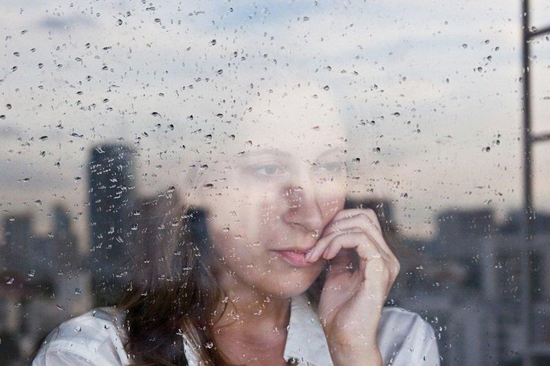 Banyak quotes menyebut hujan terdiri dari 1 persen air dan 99 persen kenangan.