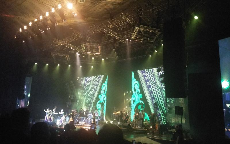 https: img.okeinfo.net content 2018 12 06 205 1987406 enerjik-kla-project-bawakan-30-lagu-di-konser-karunia-semesta-Xwr7HtxYgZ.jpg