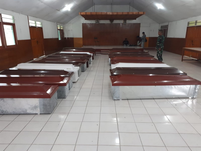 https: img.okeinfo.net content 2018 12 06 340 1987442 korban-kkb-papua-polisi-15-pekerja-tewas-3-kena-luka-tembak-1-selamat-fG1izhg77S.jpg