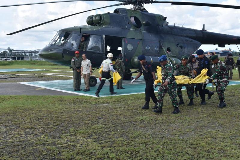 https: img.okeinfo.net content 2018 12 07 340 1988364 pasukan-gabungan-tni-polri-kuasai-lokasi-penembakan-7-korban-kkb-papua-dievakuasi-heeGxEaQNa.jpg