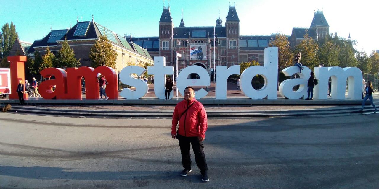 https: img.okeinfo.net content 2018 12 07 406 1987951 ikon-i-amsterdam-di-depan-ritjksmuseum-belanda-dicopot-setelah-14-tahun-terpasang-kenapa-38UclbNum1.jpg