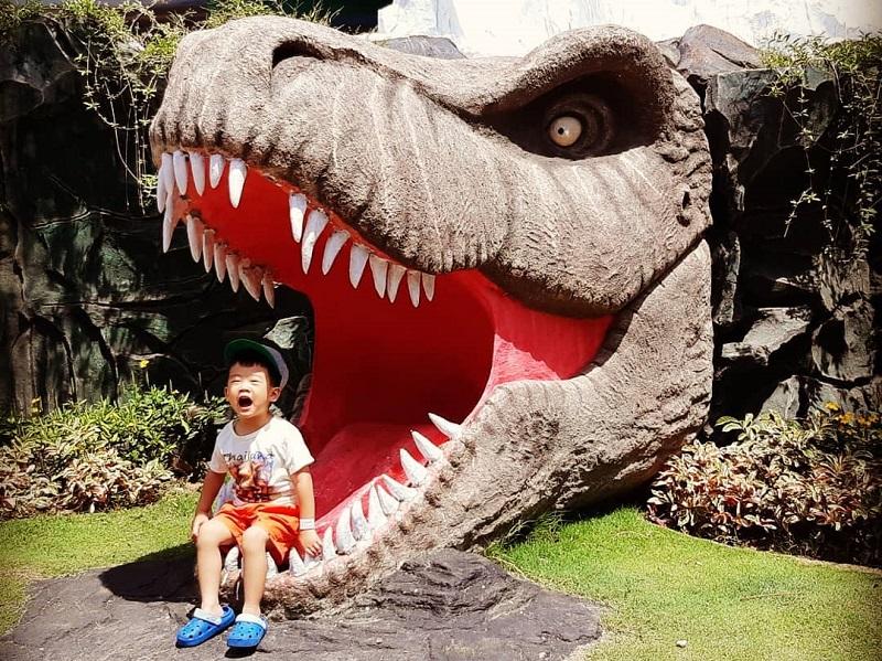 https: img.okeinfo.net content 2018 12 07 406 1988323 wisata-kekinian-jatim-park-3-bikin-kamu-serasa-balik-ke-zaman-dinosaurus-0oDBhxMVpQ.jpg