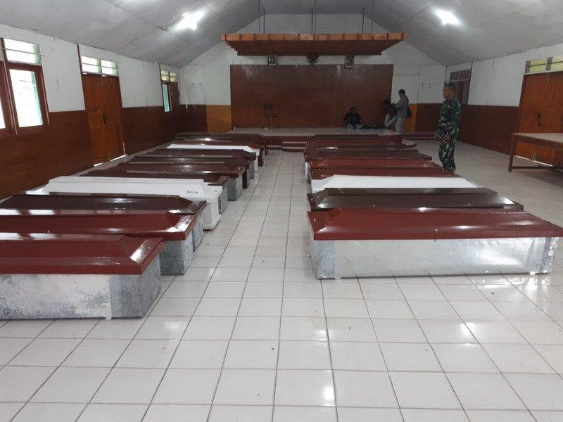 https: img.okeinfo.net content 2018 12 07 609 1988111 12-jenazah-korban-penembakan-kkb-asal-sulsel-diberangkatkan-ke-makassar-KFvMA2TltZ.jpg