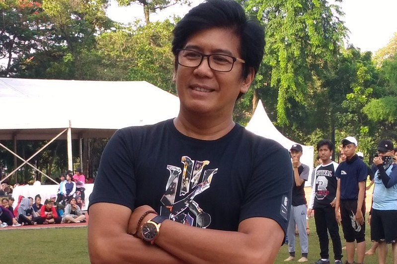 https: img.okeinfo.net content 2018 12 08 33 1988533 denny-malik-ciptakan-lagu-khusus-untuk-kongres-kebudayaan-indonesia-ke-100-CbNrTd8YDS.jpg