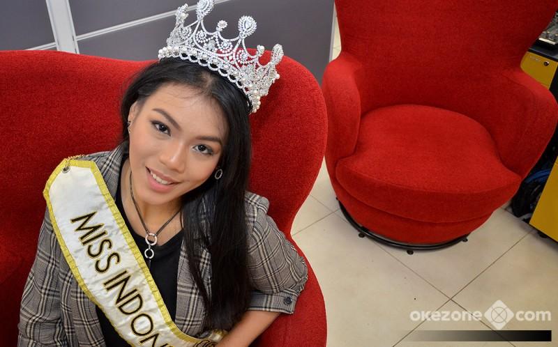 https: img.okeinfo.net content 2018 12 09 194 1988754 usai-miss-world-2018-natasha-mannuela-alya-tetap-kuat-kamu-sudah-bawa-kemenangan-untuk-indonesia-svEPTfE11Z.jpg