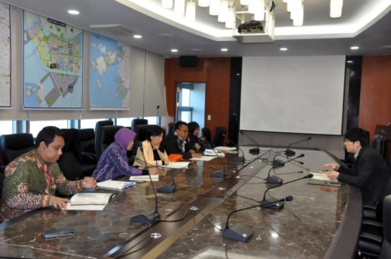 https: img.okeinfo.net content 2018 12 10 1 1989189 bertandang-ke-korsel-kemendag-jajaki-kerjasama-penguatan-kawasan-ekonomi-khusus-di-indonesia-sd2AJLKYJm.jpg