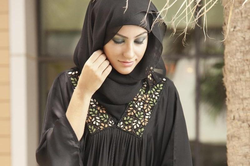 https: img.okeinfo.net content 2018 12 10 194 1989336 biar-semakin-istiqomah-simak-tips-memilih-tipe-hijab-syar-i-dan-manfaatnya-afbfjDcW3f.jpg