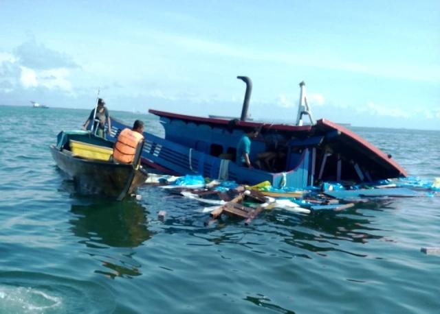 https: img.okeinfo.net content 2018 12 10 340 1989152 kapal-indonesia-tabrakan-dengan-kapal-tanker-panama-11-wni-dievakuasi-ke-singapura-sCkUzvmwcE.jpg