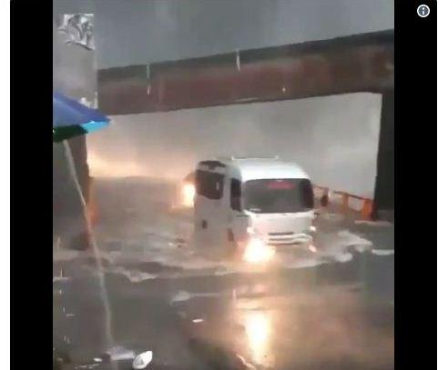 https: img.okeinfo.net content 2018 12 10 340 1989461 air-terjun-lembah-anai-meluap-jalan-raya-padang-bukittinggi-terendam-Yw5aH4ILhE.jpg