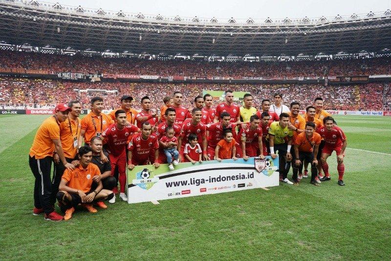 https: img.okeinfo.net content 2018 12 10 49 1989019 tuah-syafruddin-bawa-bhayangkara-fc-dan-persija-juara-liga-indonesia-91rqwp93Ai.jpeg