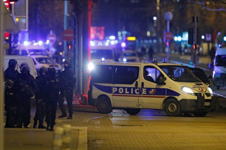 https: img.okeinfo.net content 2018 12 14 18 1991135 pelaku-utama-serangan-di-pasar-natal-strasbourg-tewas-ditembak-polisi-zutzcYv4dp.jpg