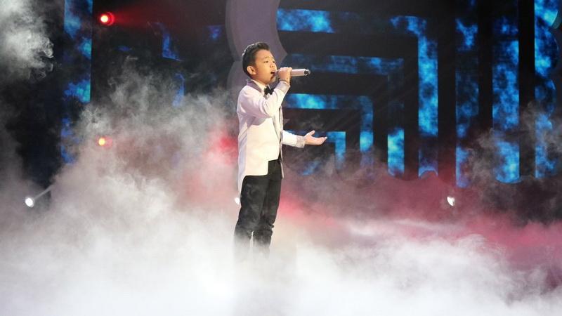 https: img.okeinfo.net content 2018 12 14 598 1991331 nyanyikan-lagu-loren-allred-deven-banjir-pujian-dari-juri-indonesian-idol-junior-RTZtp0cw2C.jpg