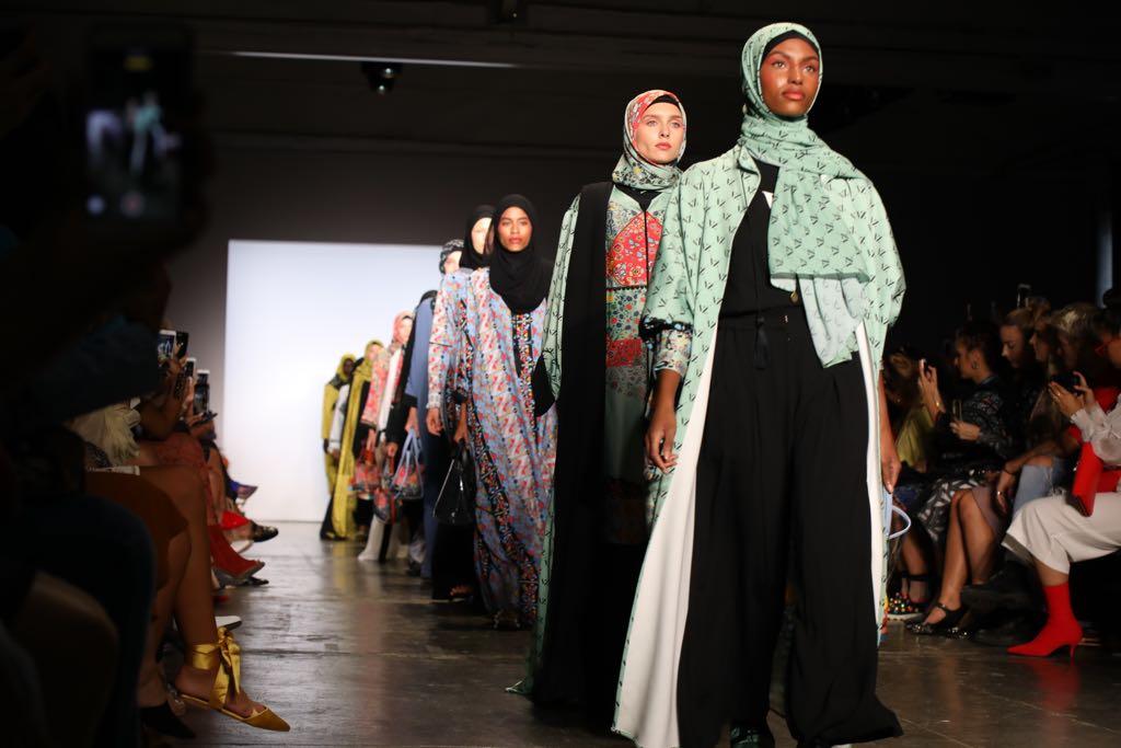 https: img.okeinfo.net content 2018 12 16 194 1992116 bangga-ini-deretan-perempuan-pejuang-modest-fashion-dunia-jEt0YSmAGW.jpg