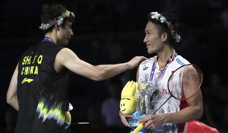 https: img.okeinfo.net content 2018 12 16 40 1992000 bertemu-di-final-bwf-world-tour-2018-ini-rekor-pertemuan-momota-vs-shi-yuqi-RFw30xKdTV.jpg
