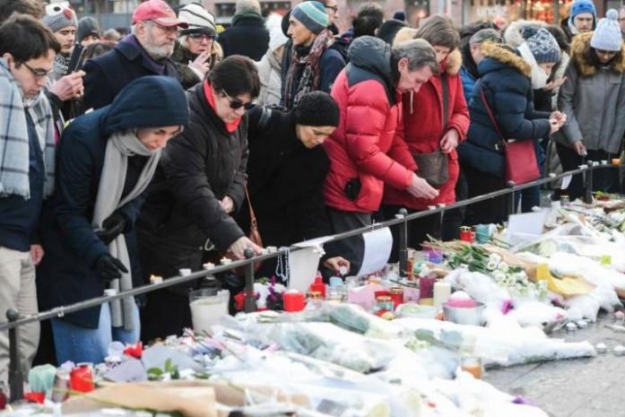 https: img.okeinfo.net content 2018 12 17 18 1992304 warga-prancis-beri-penghormatan-pada-lima-korban-penembakan-pasar-natal-strasbourg-rWxlIxmYLL.jpg