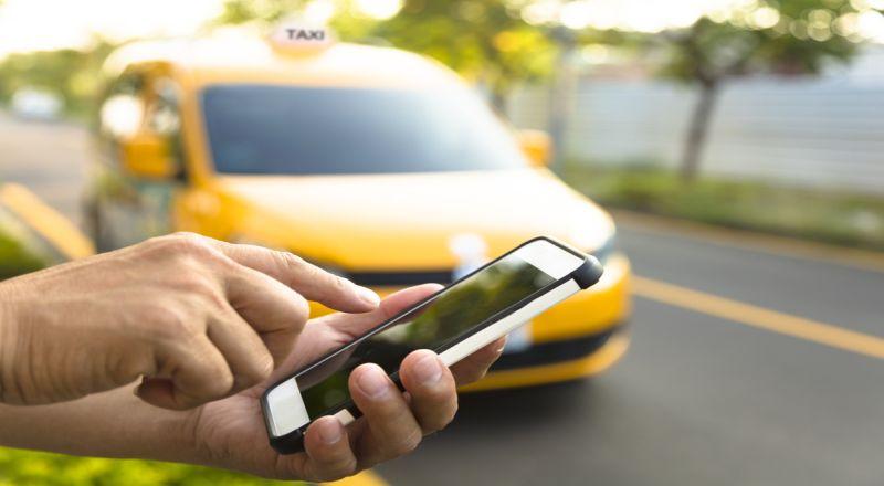https: img.okeinfo.net content 2018 12 18 320 1993010 aturan-taksi-online-berubah-lagi-uji-kir-dan-stiker-tidak-wajib-xZGogxvyUI.jpg