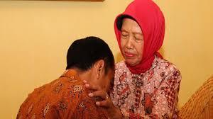 https: img.okeinfo.net content 2018 12 23 196 1995110 profil-ibunda-pemimpin-indonesia-perjuangan-yang-keras-hingga-kisah-cinta-kelam-ZkeXRvswPW.jpg