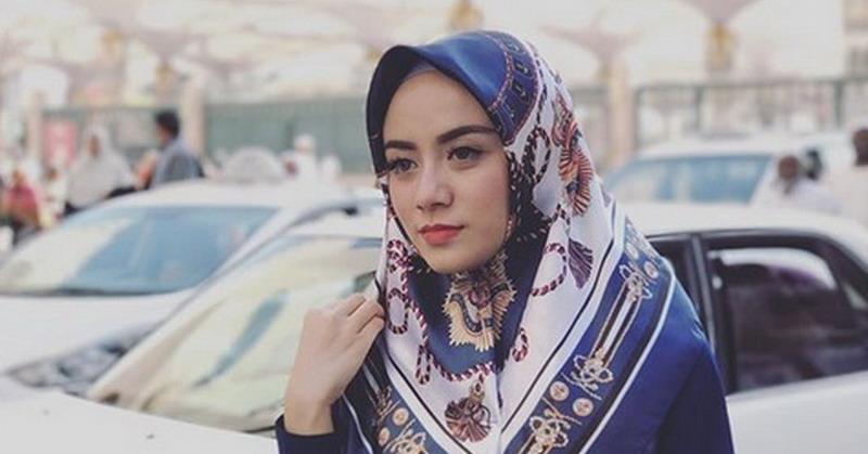 https: img.okeinfo.net content 2018 12 25 33 1995681 jenazah-istri-ifan-seventeen-disemayamkan-di-ponorogo-QUSIIIzbWE.jpg