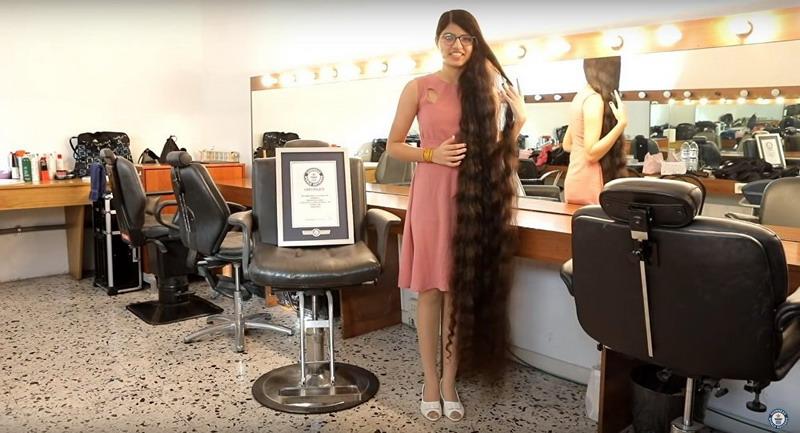 https: img.okeinfo.net content 2018 12 26 18 1995997 gadis-india-catat-rekor-dunia-sebagai-pemilik-rambut-terpanjang-oXsTTKHMTT.jpg