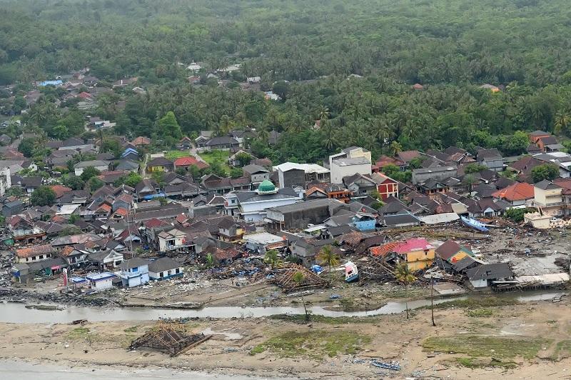 https: img.okeinfo.net content 2018 12 27 406 1996734 dampak-tsunami-banyak-wisatawan-batalkan-pesanan-hotel-di-anyer-E0fCIHwCyD.jpg