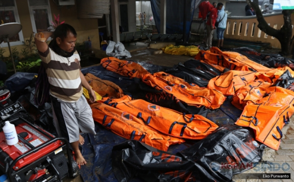 https: img.okeinfo.net content 2018 12 27 510 1996586 warga-kalibawang-jadi-korban-tewas-tsunami-selat-sunda-anaknya-belum-ditemukan-8Q7lJKgmCq.jpg