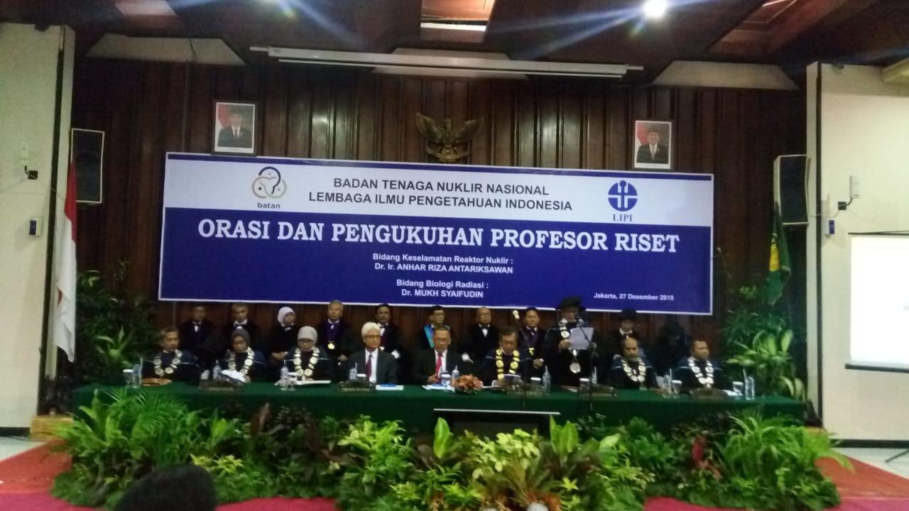 https: img.okeinfo.net content 2018 12 27 65 1996709 2-peneliti-batan-dikukuhkan-jadi-profesor-riset-nuklir-indonesia-VC5WPxMaYH.jpg