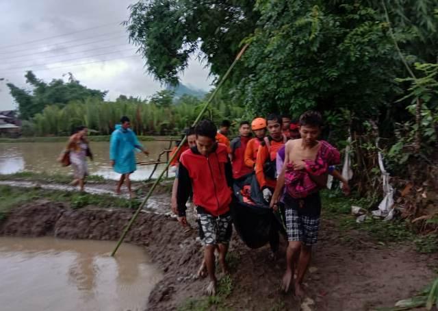 https: img.okeinfo.net content 2018 12 29 609 1997438 terseret-arus-banjir-2-warga-di-kabupaten-barru-ditemukan-meninggal-NMii7kNBrX.jpg