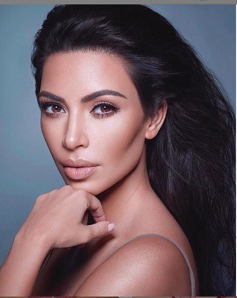 https: img.okeinfo.net content 2018 12 30 194 1997827 kompilasi-tampilan-syur-kim-kardashian-pada-2018-pamer-buah-dada-bikin-netizen-melongo-uz1SkRtwEp.jpg
