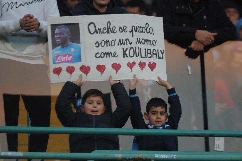 https: img.okeinfo.net content 2018 12 31 47 1997936 koulibaly-terkesima-dapat-dukungan-dari-fans-napoli-m90aEcWxL7.jpg