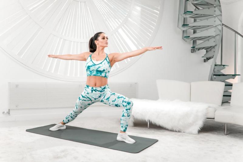 https: img.okeinfo.net content 2019 01 01 481 1998714 turun-25-kg-dengan-yoga-ini-buktinya-UcrPor5ltA.jpg