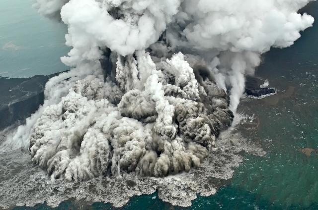 https: img.okeinfo.net content 2019 01 02 337 1999153 tni-al-temukan-hal-mengejutkan-di-dasar-laut-selat-sunda-pasca-tsunami-banten-IFyVBeqaZq.jpeg