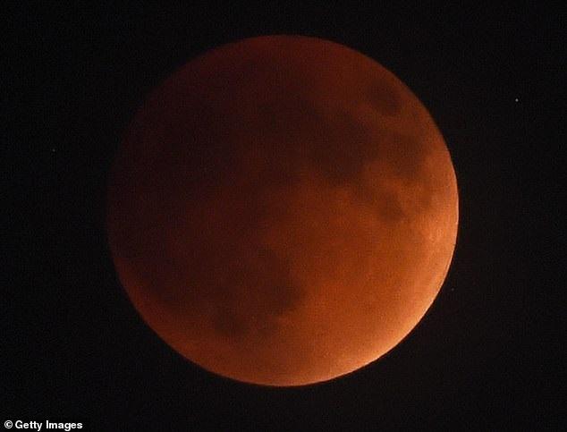 https: img.okeinfo.net content 2019 01 02 56 1998850 blood-wolf-moon-terlihat-di-langit-akhir-januari-2019-oWVrLkRkuy.jpg