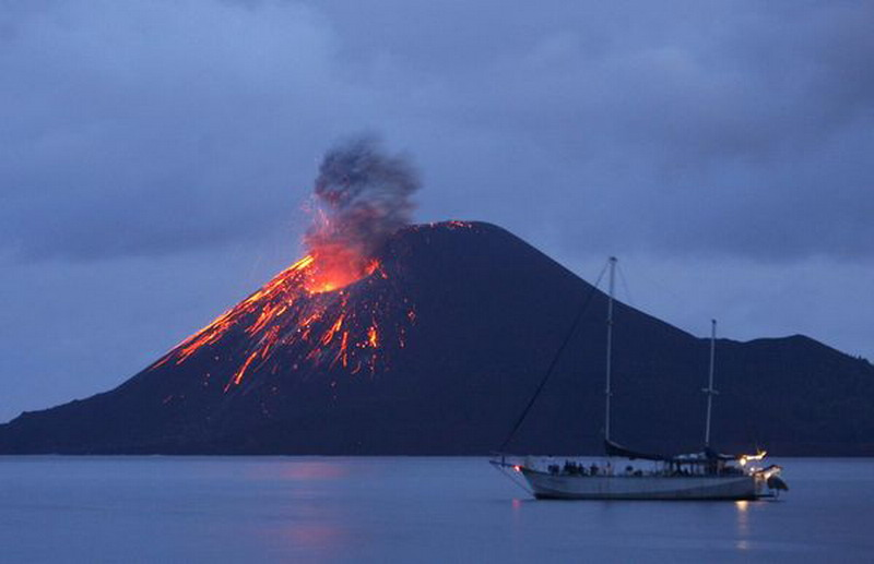 https: img.okeinfo.net content 2019 01 03 337 1999581 badan-geologi-esdm-4-5-juta-orang-terancam-letusan-gunung-api-XWqo9DttMA.jpg